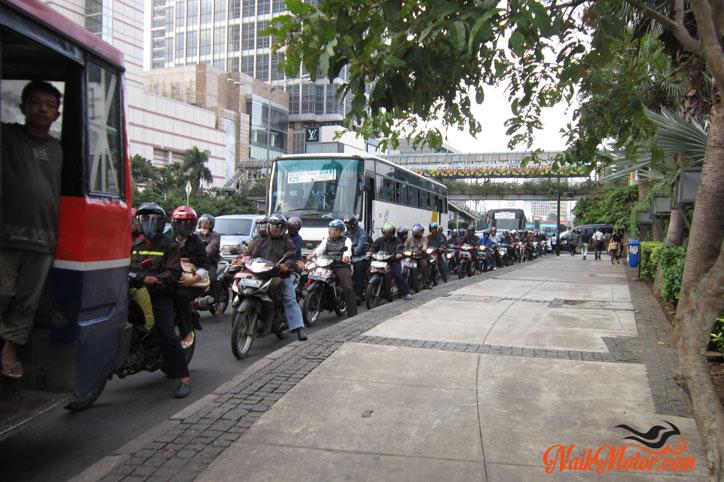 Pro-Kontra-Larangan-Sepeda-motor-di-Thamrin-Merdeka Barat