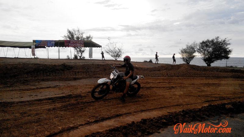 Sirkuit-Dirt-Bike-Race-Tanah-Lot