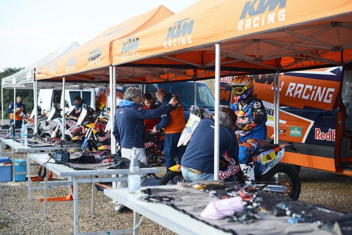 KTM-Factory-racing-Dakar-Rally_1