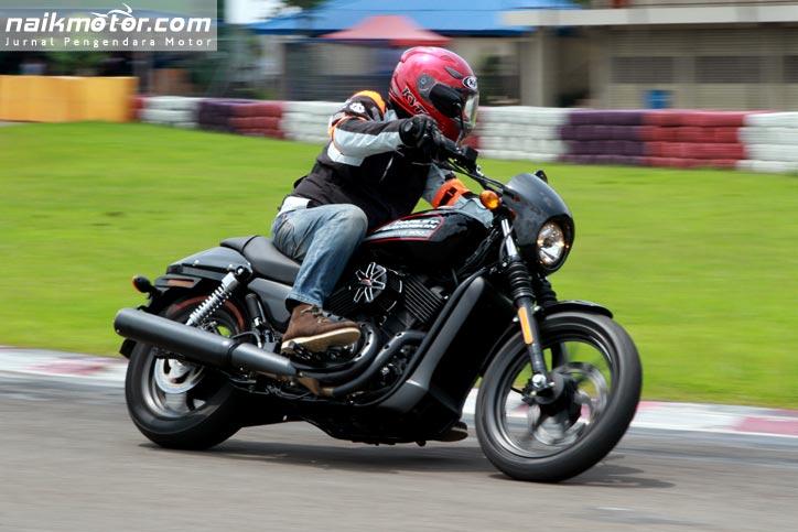 Harley_Davidson_Street500_04