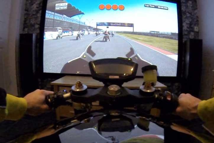 Keren! Henric Thomasson Bikin Simulator MotoGP
