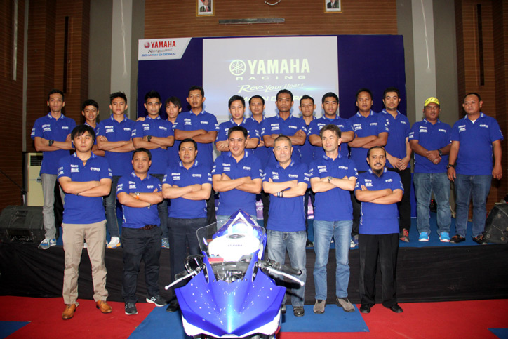 Yamaha-Racing-Team-2015_1