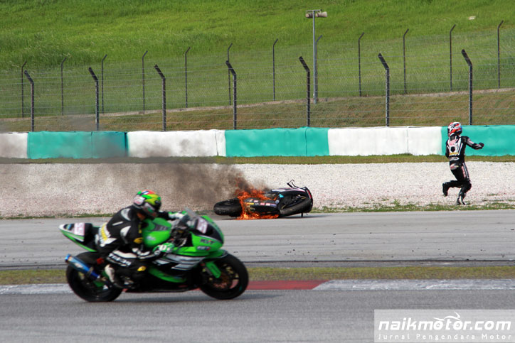 Supersport-Race-2-ARRC-2015-Sepang_8