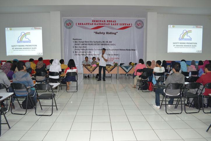 PT Wahana Makmur Sejati sosialisasikan safety riding kepada mahasiswa BSI Cimone Tangerang