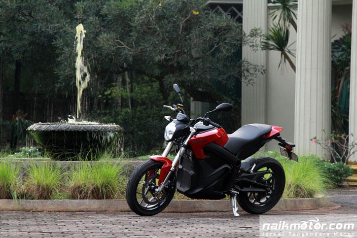 Test-Ride-Motor-Listrik-Zero-2015_10