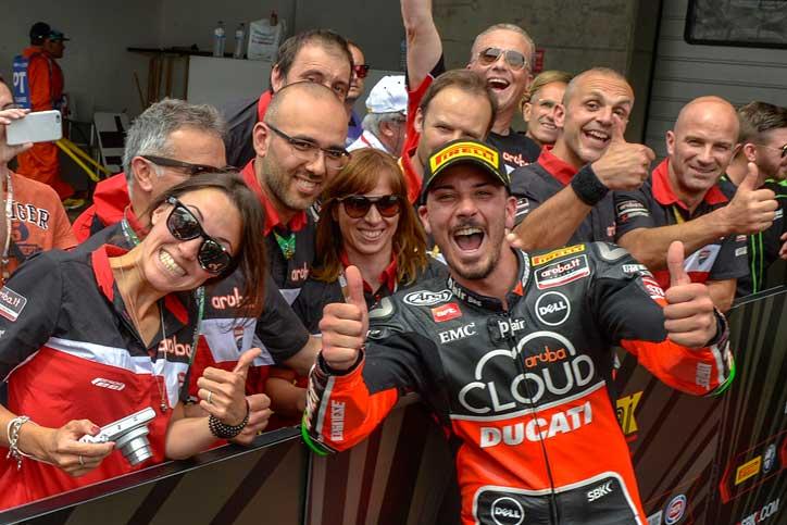 Davide Giugliano (Ducati) berhasil menempati pole position WSBK Portimao 2015