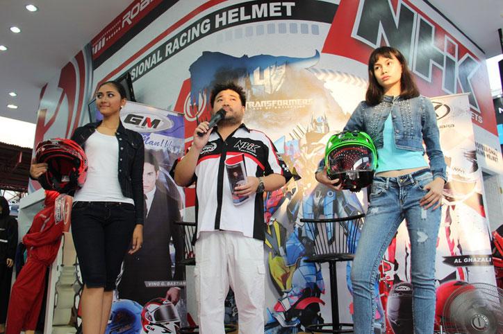 Helm-NHK-koleksi-baru-2015-Jakarta-fair