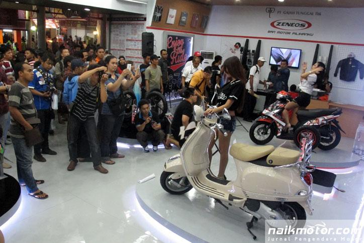 Lomba-Foto-Zeneos-Beib-Jakarta-Fair-2015_5