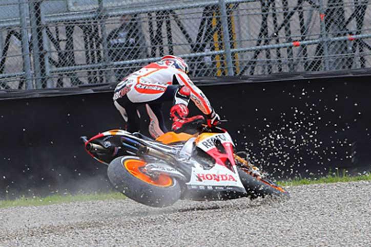 Marc Marquez harus menerima pil pahit ketika harus tersungkur di lap ketiga di tikungan 10 MotoGP Catalunya