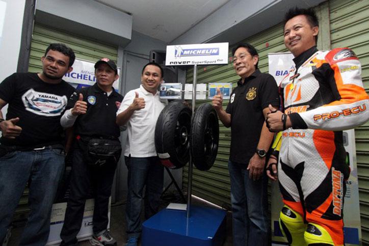 Michelin meluncurkan ban terbarunya Power Super Sport Evo di acara coaching clinic komunitas di Sirkuit Sentul hari ini (2/6)