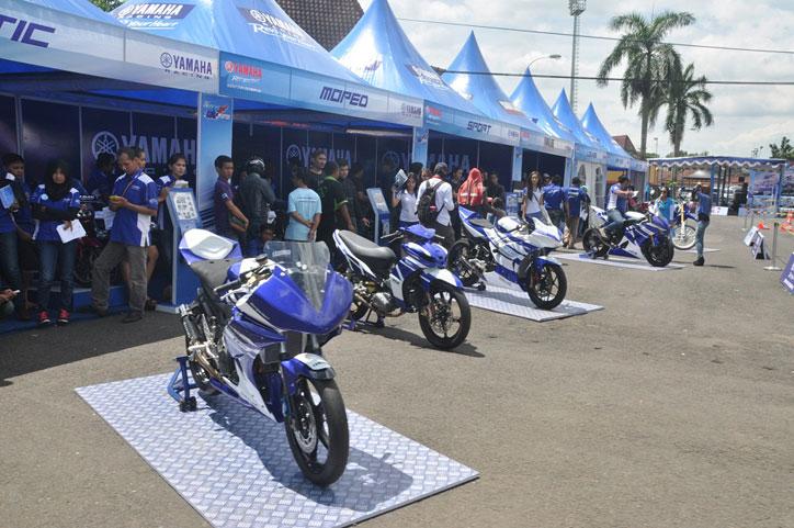 Jelang-Yamaha-Cup-Race-Tasikmalaya-2015-Booth-Racing-Kit-Market