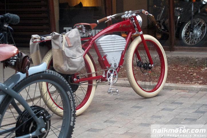 Vintage-Electric-Bike-E-Tracker-Troupe_17