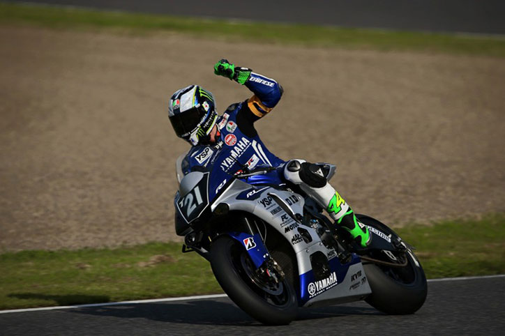 Yamaha-Factory-Racing-Team-wins-Suzuka-8-hours-2015