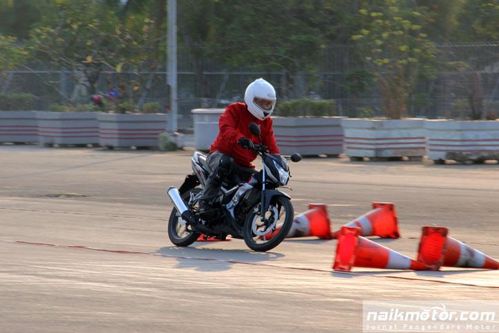 First-Ride-All-New-Honda-CB150R-StreetFire-&-New-Honda-Sonic-150-R_5