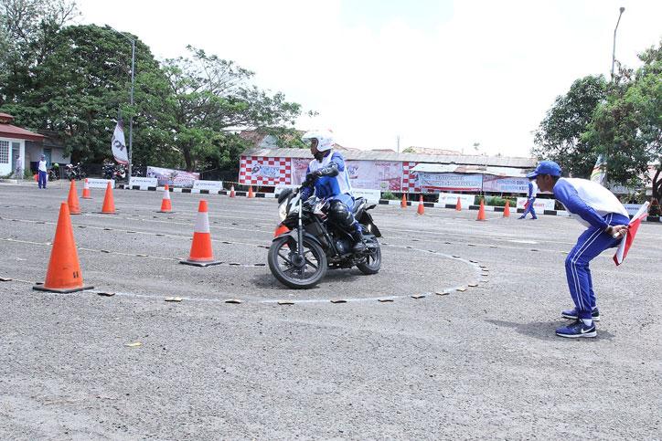 Kompetisi-Safety-Riding-AHM-2015-Palembang