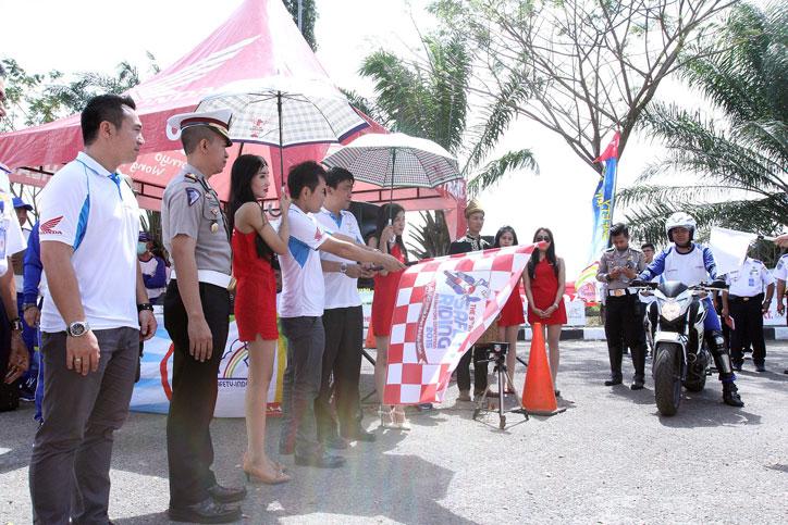 Kompetisi-Safety-Riding-AHM-2015-Palembang_1