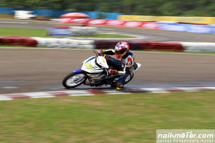 R-Fadhil-Kejurnas-balap-Motor-2015-Seri-3-Sentul-karting-IP150_3