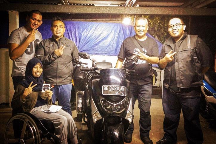 Echi-Pramitasari-bersama-Yamaha-NMAX-miliknya-dan-member-Jakarta-Max-Owners-lainnya