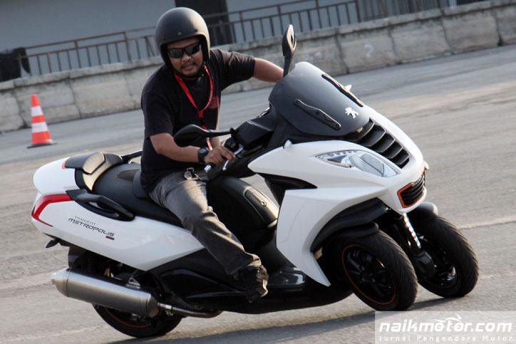 First-Ride-Peugeot-Metropolis_9