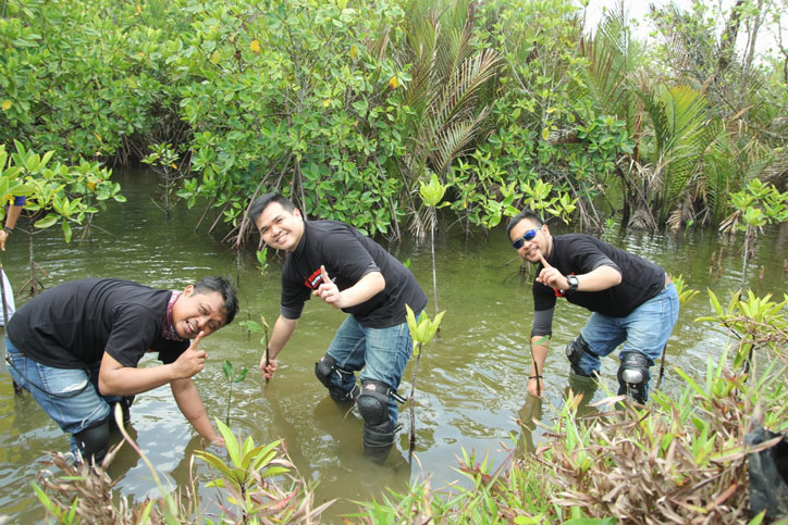 Penanaman-pohon-Mangrove-DAM-Bulak-Setra-Pangandaran
