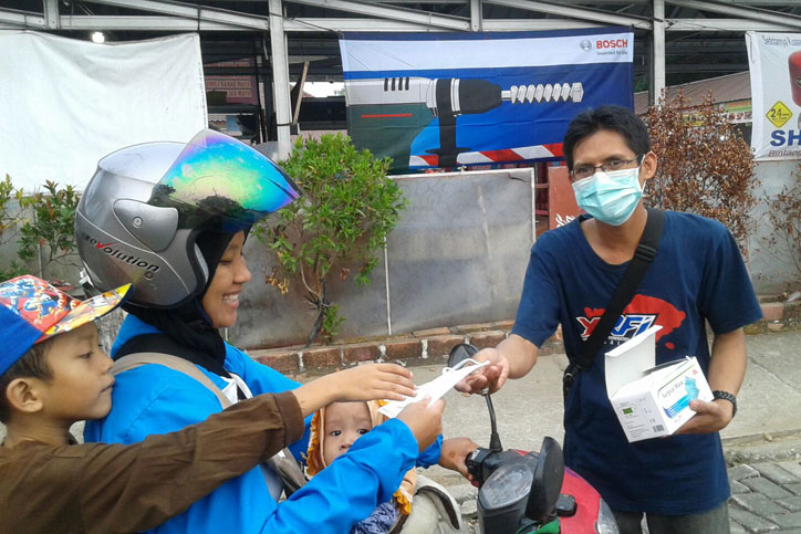 YRFI-Bangka-bagi-bagi-masker-redam-asap-(2)