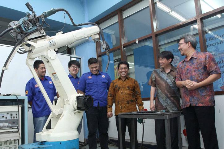 Donasi-Mesin-robot-welding-AHM-ke-Untar
