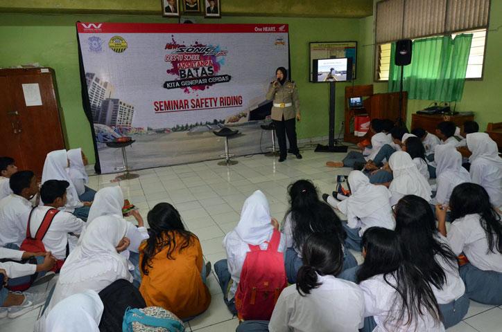 Honda-Sonic-Goes-to-School-SMA-51-Jakarta-Timur-(2)