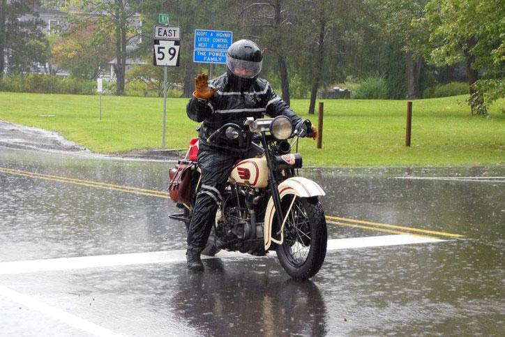 Tips-berkendara-hujan