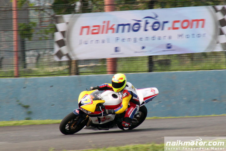 Federal_)il_Racing_Team_IRS2016_Superstock_Race1_3