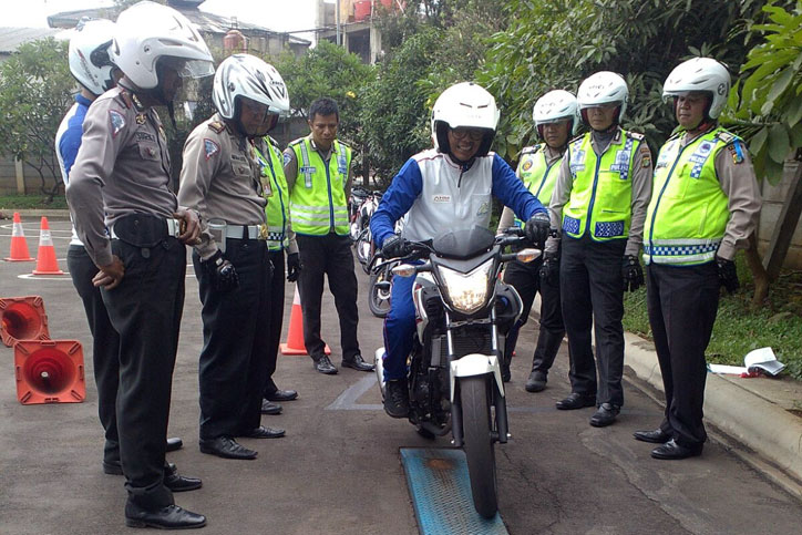 Wahana-Honda-Safety-Riding-Polisi-1