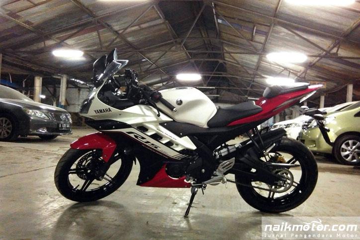 Yamaha_R15_2