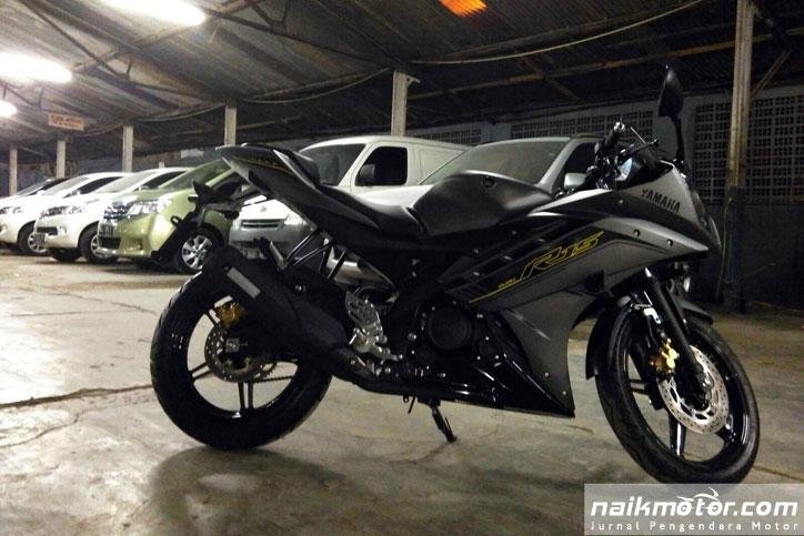 Yamaha_R15_3