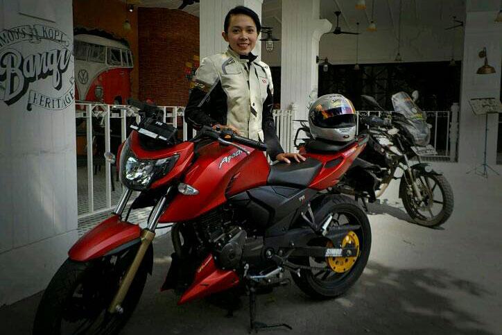 Contin_riding_Gear_2
