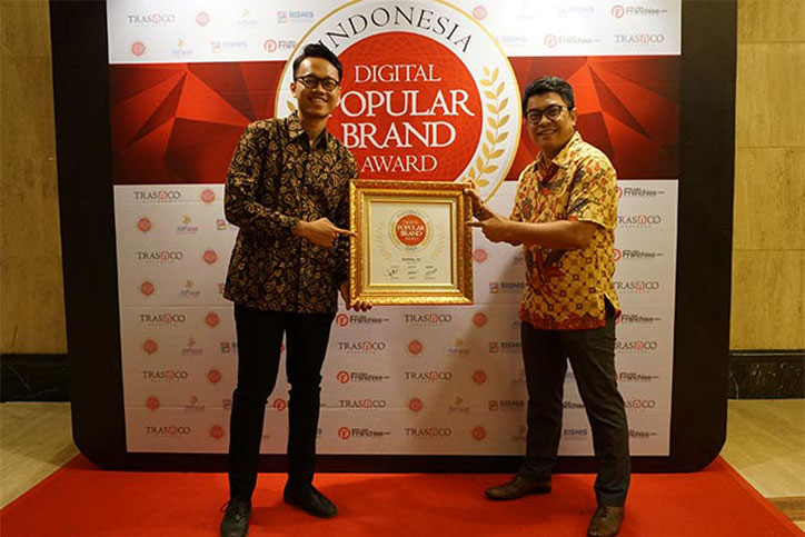 Federal-Oil-Raih-Indonesia-Digital-Popular-Brand-Award-2016--2
