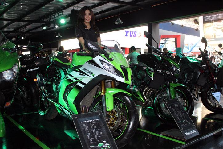 Kawasaki_Ninja_ZX_10R_2016_Jakartafair