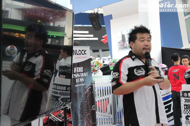 Launching_Helm_NHK_GM_Pinlock_jakarta_Fair_2016-(4)