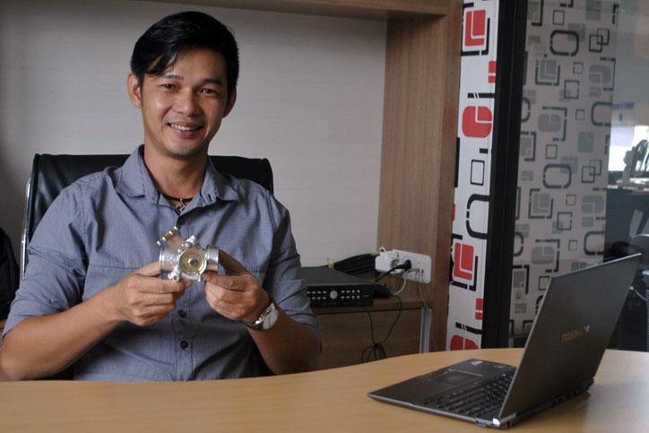 ROBERT-CONG.-Distributor-produk-SYS-asal-Malaysia-yang----juga-mekanik