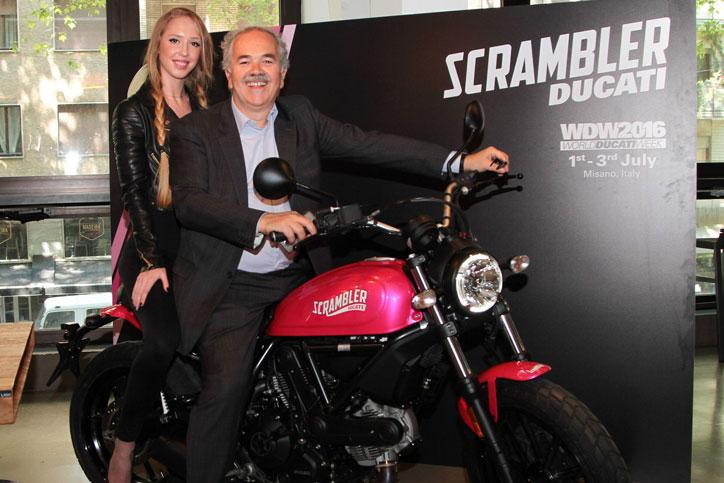 ducati-scrambler-sixty2-pink_2