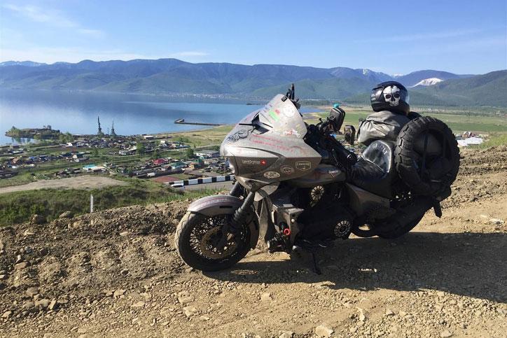 rekor keliling dunia naik motor