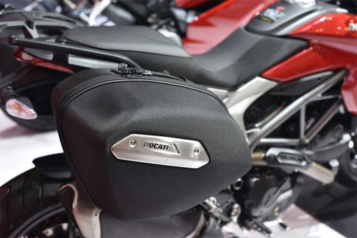 Ducati_Hypermotard_939_2