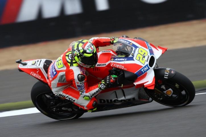 Andrea Iannone menjadi pembalap tercepat di FP2 MotoGP Silverstone. Foto: Crash Media