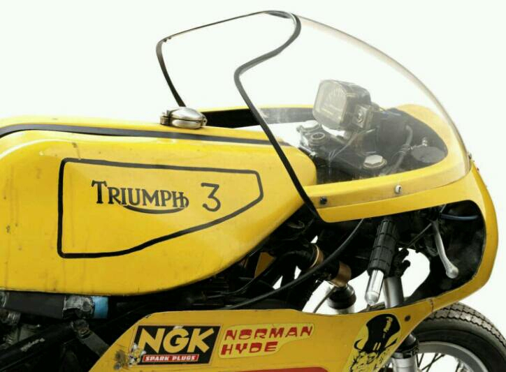 triumph_trident_1