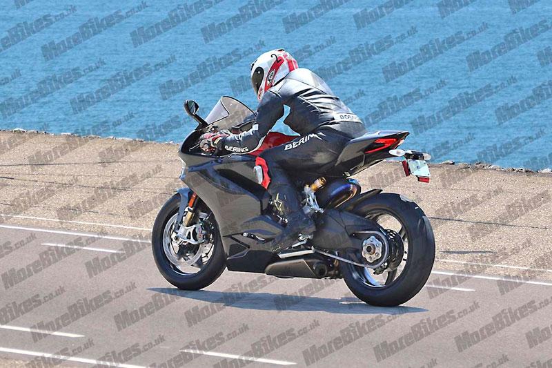 ducati_super_superbike