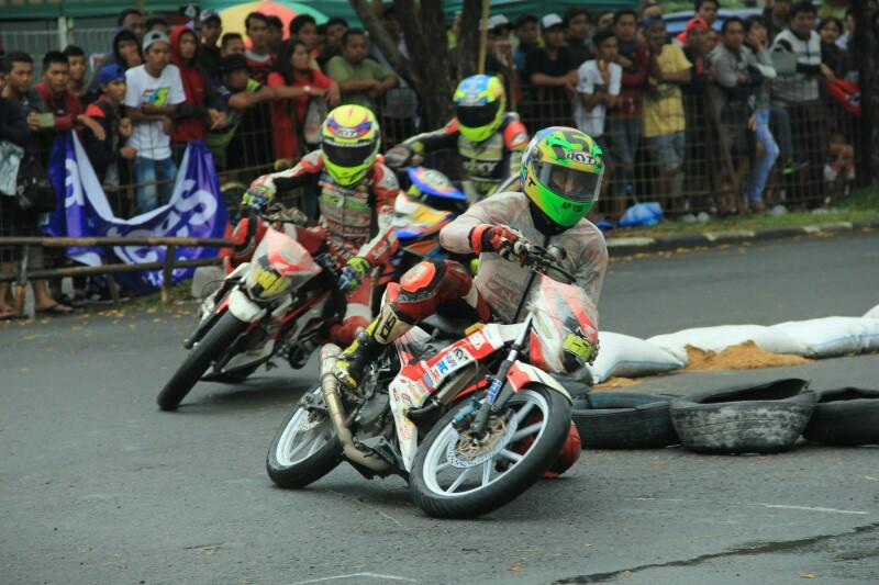 Honda dan Yamaha Berbagi Kemenangan