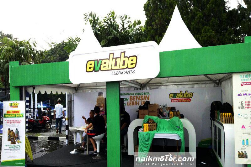 Evalube Manjakan Konsumen Parjo di Kota Kembang