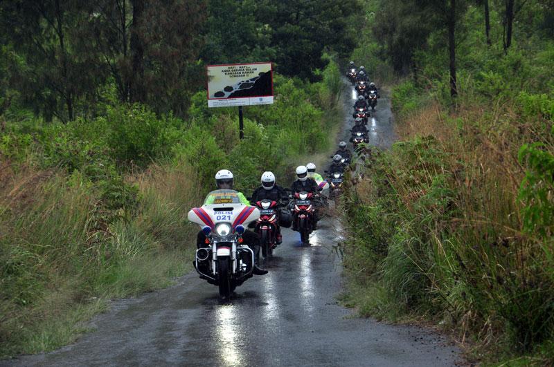 Sensasi Menyiksa Honda Supra GTR 150 Membelah Bukit Kawah Ijen