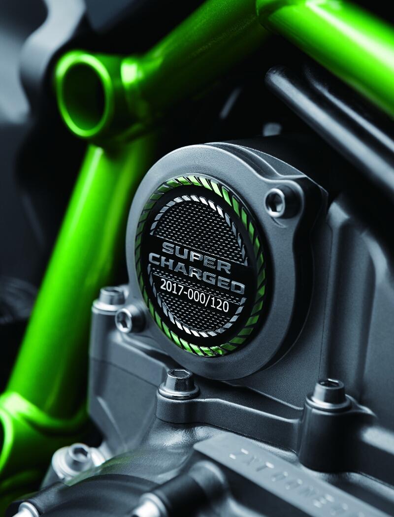 Setiap unit Kawasaki Ninja H2 Carbon akan diberi nomor unik pada cover crankcase sebagai tanda eksklusivitas.