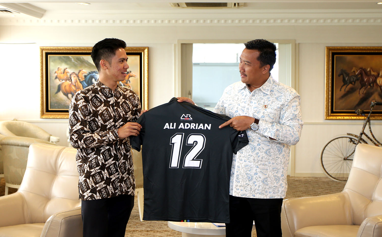 Ali Adrian Pamitan ke Menpora Ikuti World SSP 300