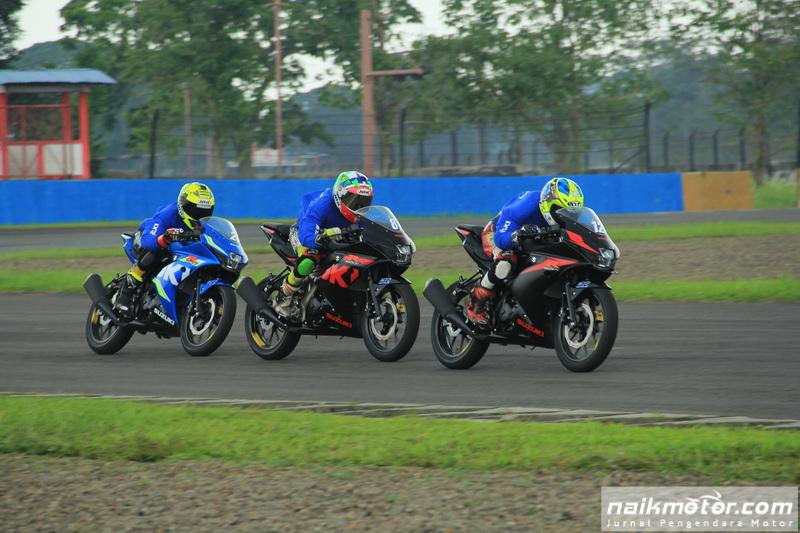 NaikMotor – Balapan satu merek Suzuki Asian Challenge (SAC) 2017 di ajang Asia Road Racing Championsjhip atau ARRC telah menjaring 16 pembalap hasil seleksi dan proses evaluasi. 16 pembalap Suzuki dari 9 negara siap geber GSX-R150 di SAC 2017.