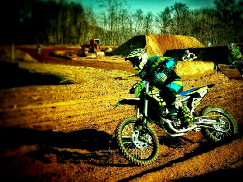 Andrea Iannone malah memanfaatkan musim dingin dengan motocross.